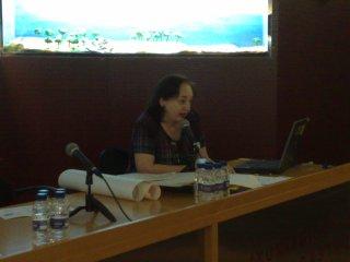 María José Fuster presentando Una investigación genealógica en los Pirineos Aragoneses